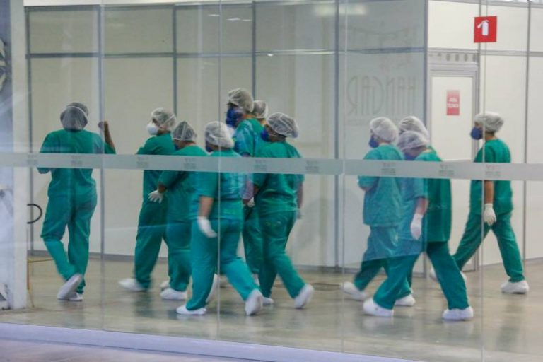 Saúde - doenças - coronavírus Covid-19 pandemia epidemias equipes profissionais de saúde médicos enfermeiros enfermagem EPI (hospital de campanha do Hangar, Belém-PA)