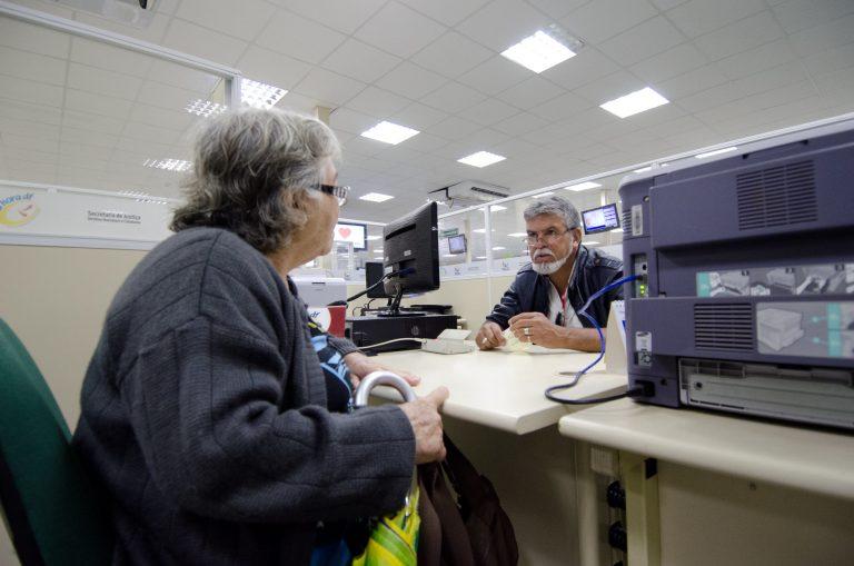 Trabalho - previdência - atendimento beneficiários benefícios previdenciários serviços públicos aposentadorias aposentados idosos pensão pensões INSS seguridade (Agência da Previdência Social em Ceilândia-DF)