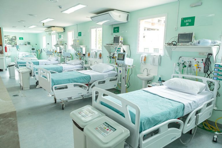 Leitos de UTI no Hospital São Vicente de Paula (RS)