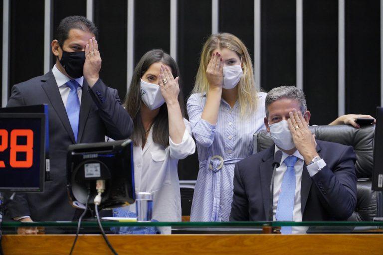Votação de propostas. Vice-presidente da Câmara, dep. Marcelo Ramos (PL - AM), dep. Luisa Canziani (PTB - PR) e Presidente da Câmara, Arthur Lira (PP - AL)