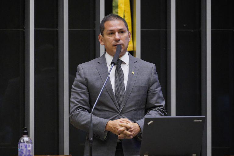 Deputado Marcelo Ramos (PL-AM) discursa no Plenário da Câmara