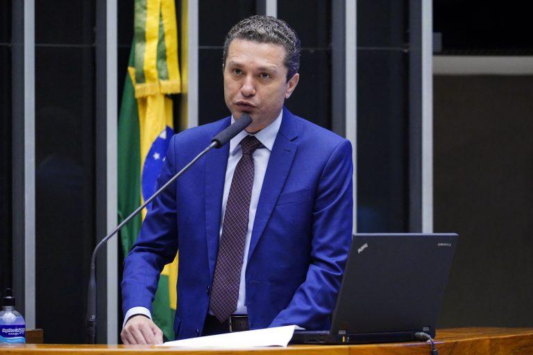 Deputado Fausto Pinato discursa no Plenário da Câmara