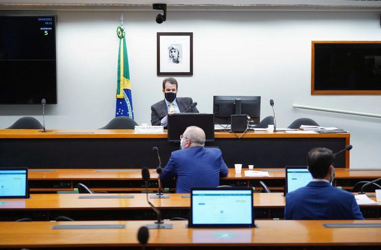 Dep. Aureo Ribeiro (SOLIDARIEDADE - RJ) preside reunião da Comissão de Fiscalização