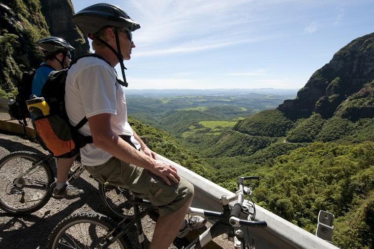 Ciclistas em Uribici (SC), um dos destinos da Rota Serra-Mar Catarinense no Programa Investe Turismo