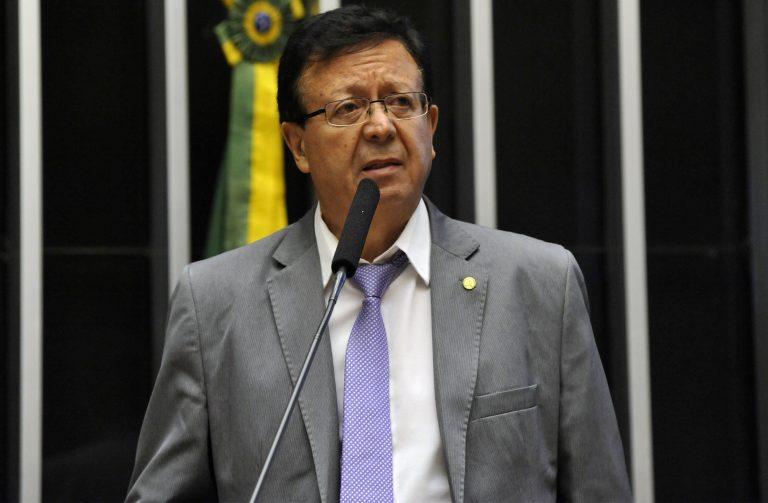 Deputado Dr. Sinval Malheiros discursa no Plenário da Câmara