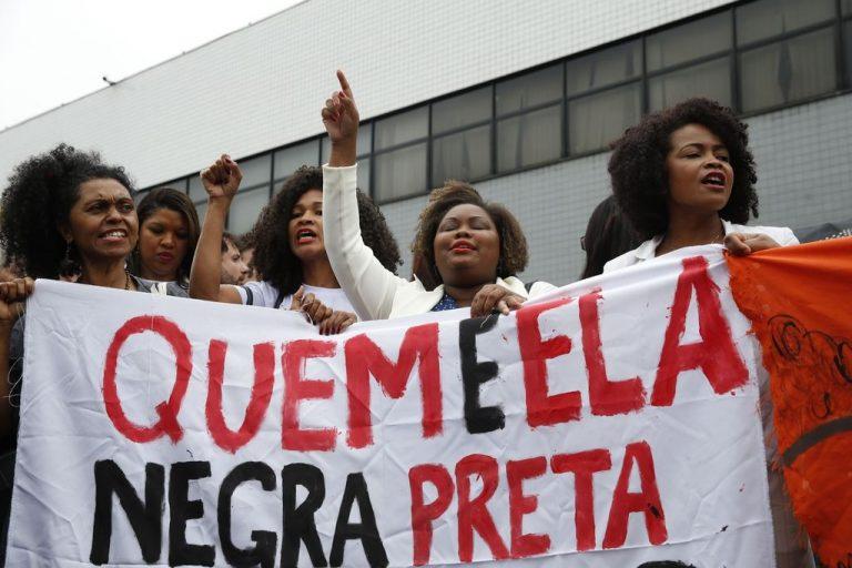 Direitos Humanos - negros - mulheres negras racismo movimentos sociais manifestação protestos (contra prisão de advogada negra em audiência)