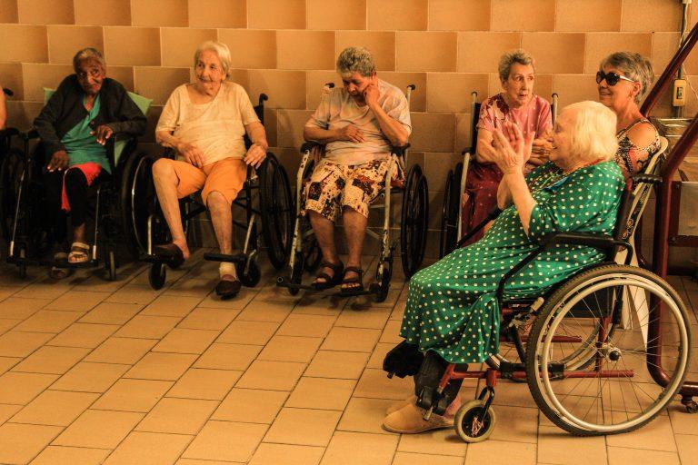 Idosas cadeirantes em instituição de Pelotas (RS)