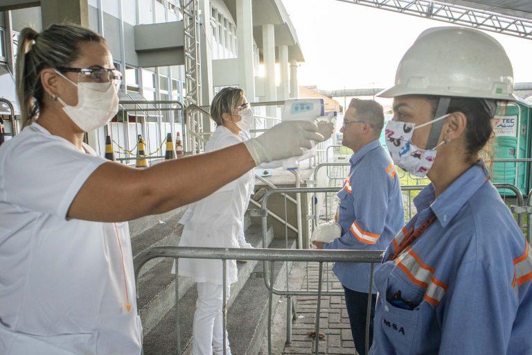 Saúde - coronavírus - medição temperatura sintomas prevenção contágio contaminação empresas cuidados Covid-19 pandemia (portos do Paraná)