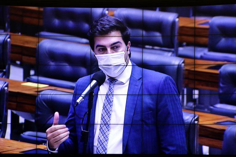 Deputado Franco Cartafina discursa no Plenário da Câmara.