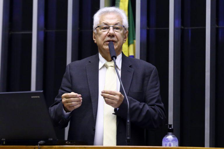 Deputado Arlindo Chinaglia (PT-SP) participa de votação no Plenário da Câmara