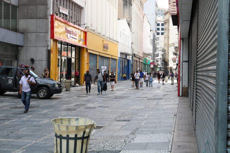 Lojas fechadas durante fase vermelha da pandemia em São Paulo
