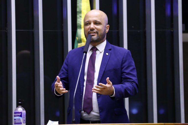 Vitor Hugo: governo tem trabalhado para