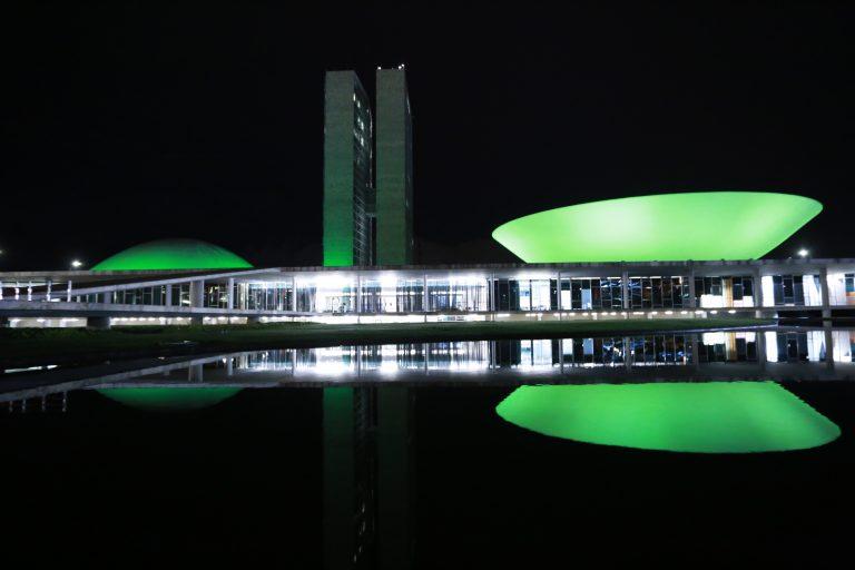 Iluminação especial, na cor VERDE, em celebração ao Dia Mundial da Atividade Física e do Dia Mundial da Saúde.