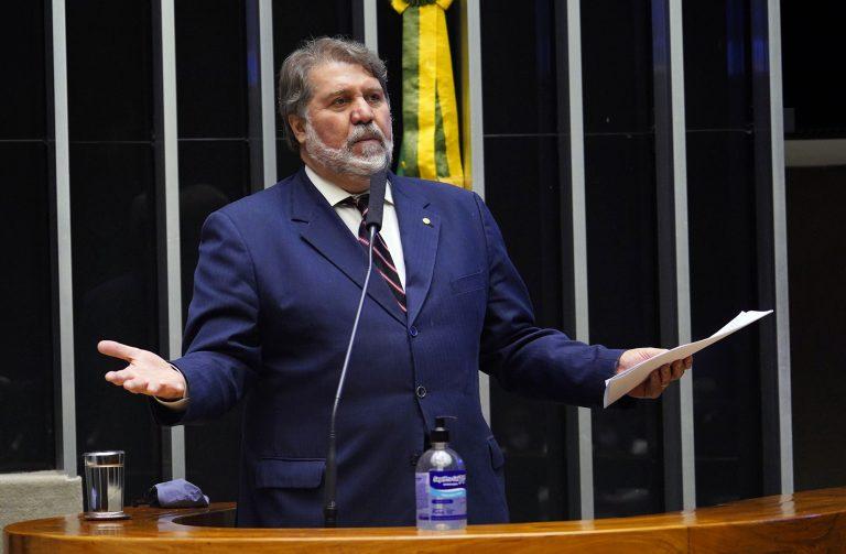 Deputado Renildo Calheiros discursa no Plenário da Câmara