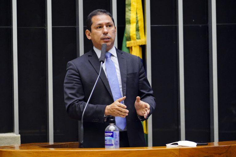 Deputado Marcelo Ramos discursa no Plenário da Câmara