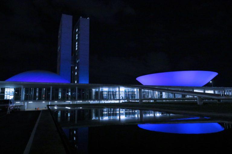 O prédio do Congresso nacional iluminado de azul como parte das ações do Dia Mundial de Conscientização do Autismo