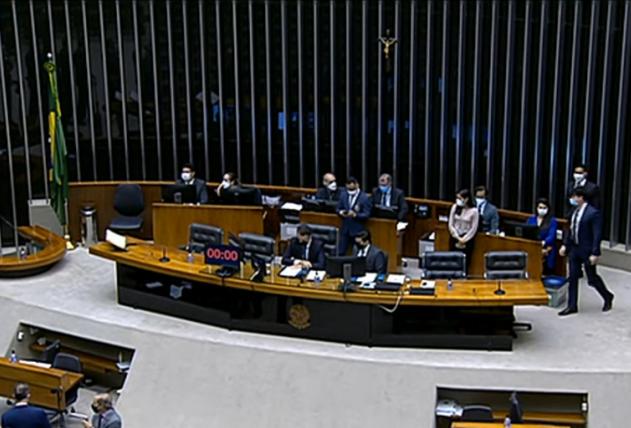 Mesa da sessão do Congresso no Plenário da Câmara