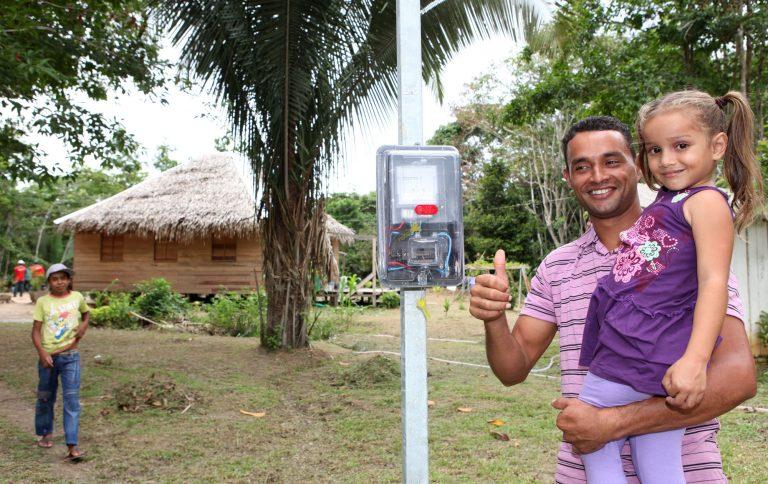 Energia - elétrica - eletrificação rural campo fazenda luz iluminação