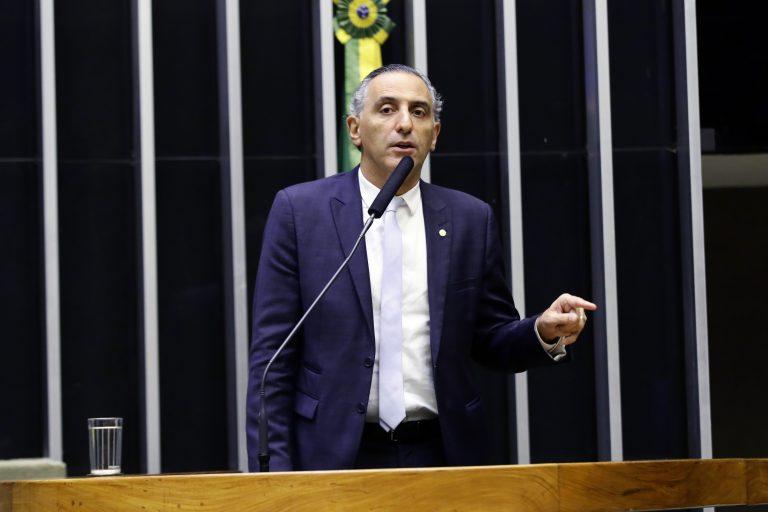 Deputado Eduardo Cury discursa no Plenário da Câmara