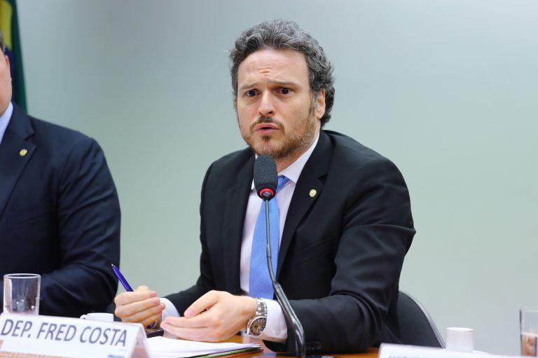 """Tema: """"Castração de animais - cães e gatos - como saúde pública. Dep. Fred Costa (PATRIOTA-MG)"""