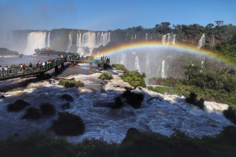 Turismo - Brasil - Cataratas do Iguaçu turistas parque nacional (Foz do Iguaçu-PR)