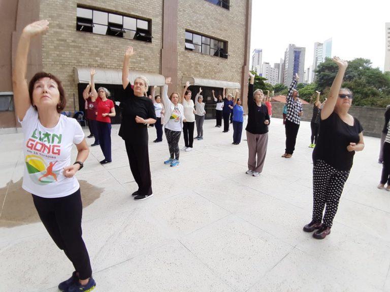 Direitos Humanos - idosos - atividades físicas saúde (prática de Lian Gong para idosos em Belo Horizonte-MG)