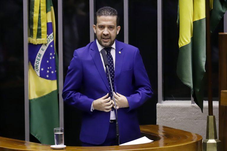 Deputado André Janones discursa no Plenário da Câmara