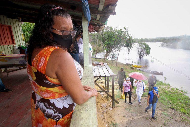 Saúde - coronavírus - pandemia - Covid-19 - vacina - vacinação - Busca ativa de idosos da zona ribeirinha e rural de Manaus para tomar vacina