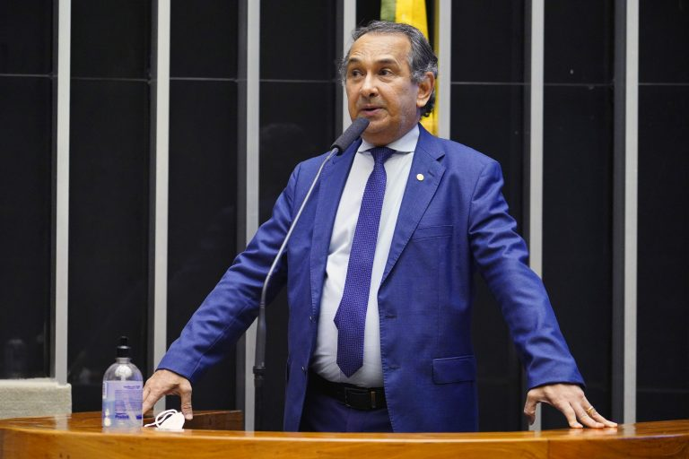 Dr. Jaziel discursa no Plenário da Câmara
