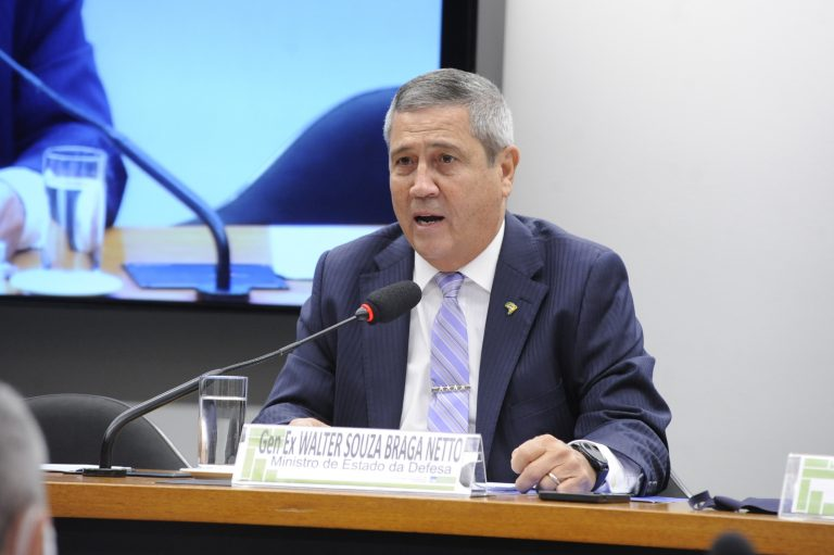 Esclarecimentos sobre vagas ociosas nos Hospitais das Forças Armadas. Ministro de Estado da Defesa, Walter Souza Braga Netto