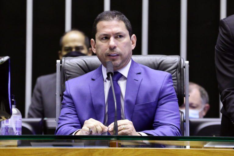 Discussão e votação de propostas- Proposições Remanescentes do Dia Anterior. Vice-presidente da Câmara, Marcelo Ramos (PL - AM)