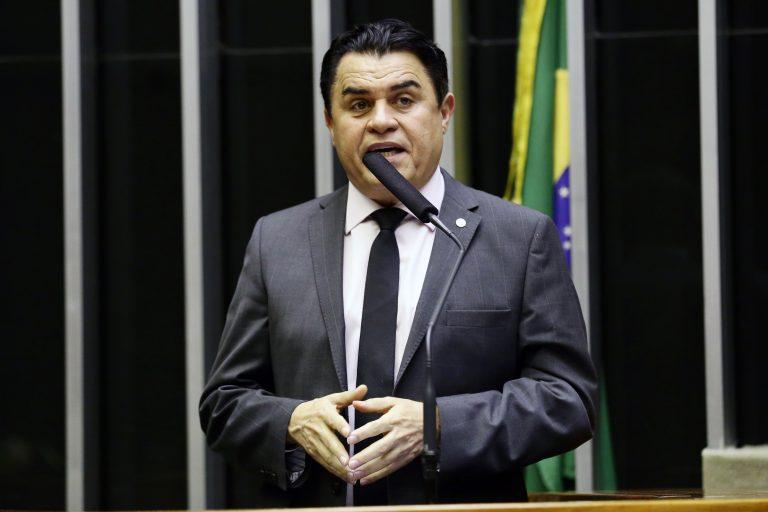 Deputado Wilson Santiago discursa no Plenário da Câmara