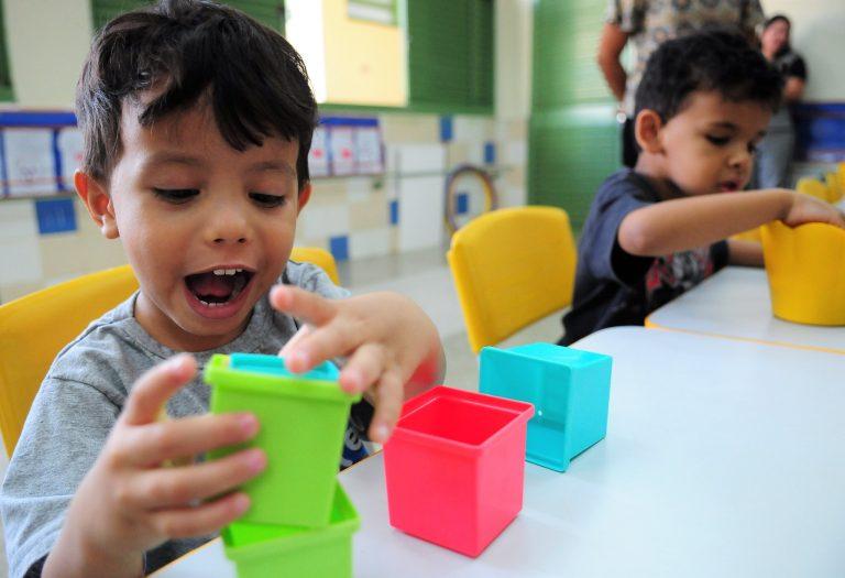 Direitos Humanos - criança - estimulação precoce primeira infância brincadeiras creches