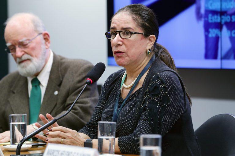 Audiência Pública - Tema: Ensino a distância na saúde. Presidente da Associação Nacional das Universidades Particulares - ANUP, Elizabeth Guedes