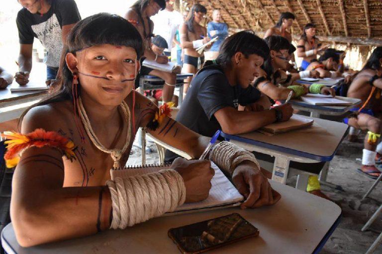 Direitos Humanos - índios - educação indígenas (aldeia Halataikwa, da etnia Enawenê-nawê)