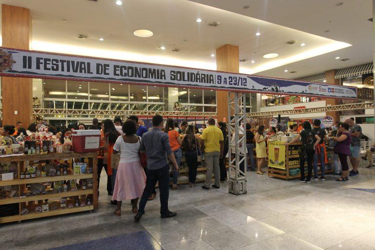 Economia - indústria e comércio - microempreendedor microempresas produção artesanal alimentos empreendedorismo negócios PIB crescimento vendas (Festival de Economia Solidária - Bahia)