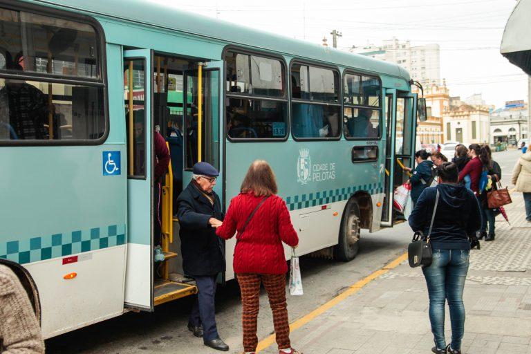 Transporte - ônibus - idosos preferencial