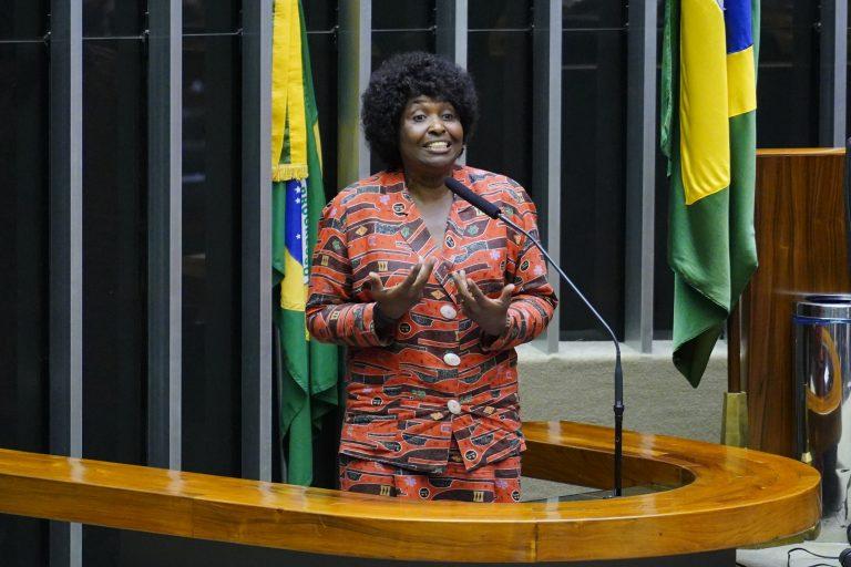 Deputada Benedita da Silva discursa no Plenário da Câmara