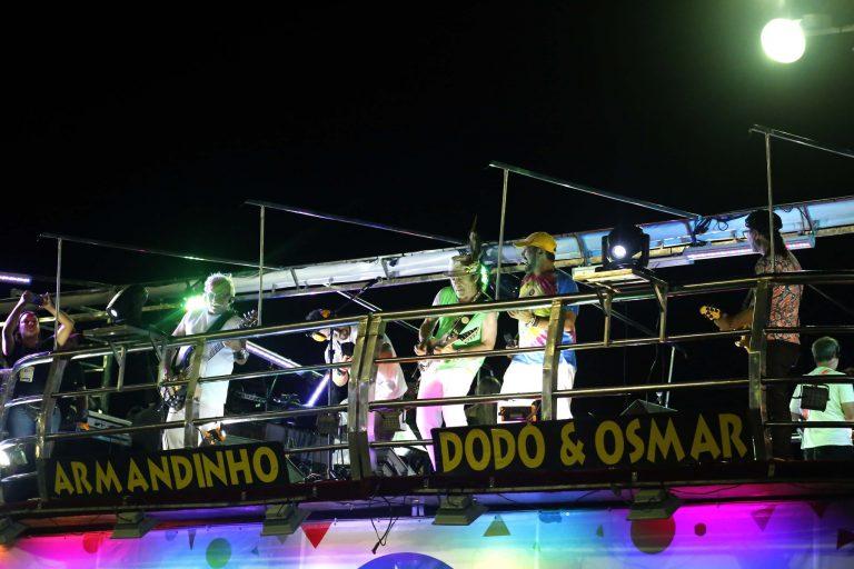 Cultura - popular - Carnaval trio elétrico axé music música baiana blocos carnavalescos (trio de Armandinho, Dodô e Osmar em Salvador-BA)