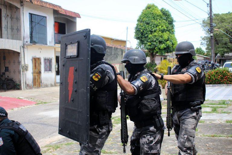 Segurança - policiais - operações crimes abordagens sequestros criminosos bandidos polícia reféns assaltos roubos escudo (treinamento policiais militares para situações de crise, Belém-PA)