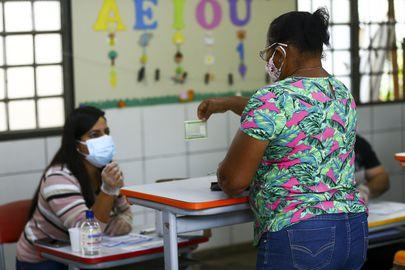 Eleições - eleição - eleitores - colégio eleitoral - urnas - urna - eleitor - Eleitores de Valparaíso, Goiás, vão ás urnas para as eleições municipais 2020.