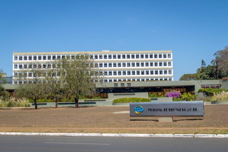 Brasília - monumentos e prédios públicos - Tribunal de contas da União - Fachada do TCU
