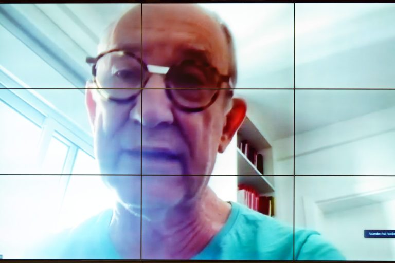 Rui Falcão teme aumento do abandono intelectual