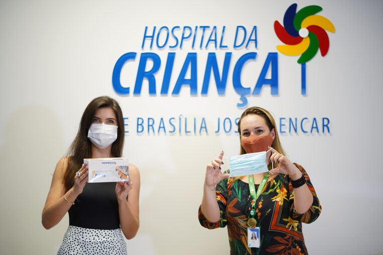Câmara doa 7 mil máscaras, recebidas do governo do Viatnã, ao Hospital da Criança. Chefe de Gabinete, Natália Morato e Paula Muraro Tassea, Gerente de experiência do paciente