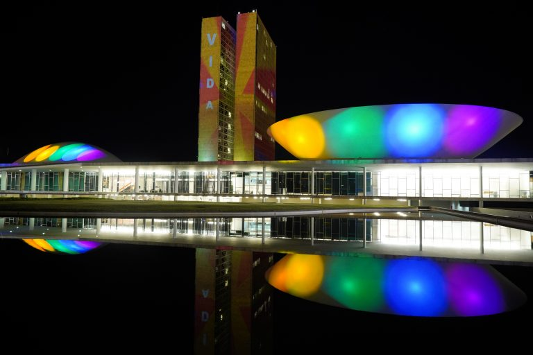 Congresso recebe projeção em apoio ao Dia Internacional do Orgulho LGBT