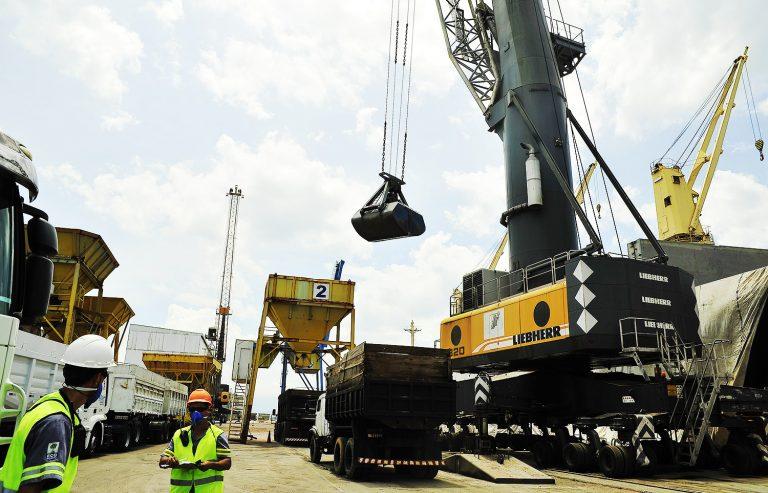 Transportes - barcos e portos - exportação importação balança comercial mercadorias