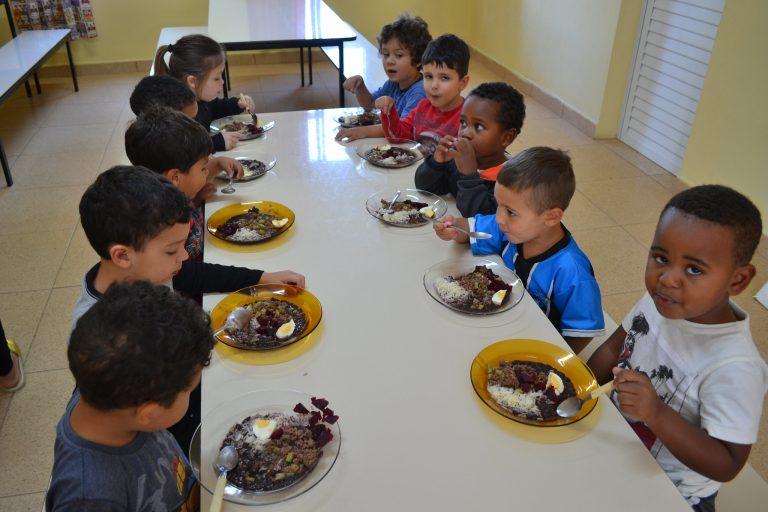 Educação - merenda - alimentação escolar creches (Escola Municipal de Ensino Infantil Oswald de Andrade, Pelotas-RS)
