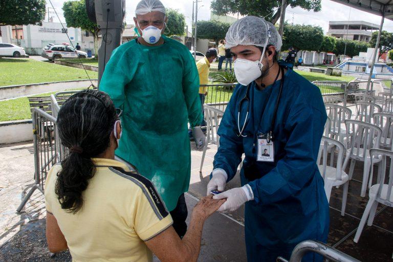 Saúde - coronavírus - Covid-19 pandemia oxímetro oxigenação doenças respiratórias atendimento enfermeiros enfermagem oxigênio
