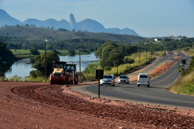 Obras públicas - duplicação de rodovia no Espírito Santo