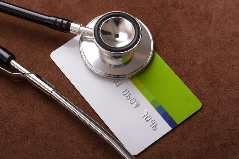 Saúde - geral - Planos de saúde - convênios - Cartão com estetoscopio